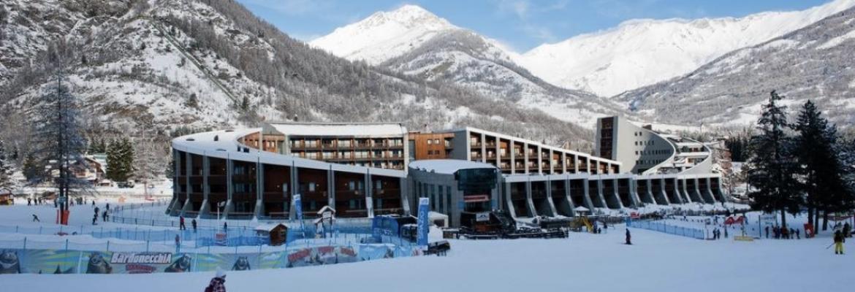 Club Paradise 2021 in Bardonecchia, Italy — Winter Vacation